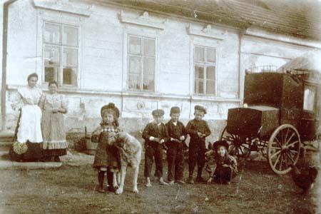 160 let pošty v Křelovicích u Pelhřimova IV. - Postiliónské uniformy