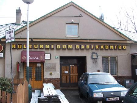 Burzy v Kulturním domě barikádníků